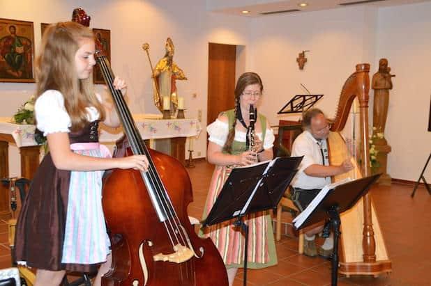 """Photo of Giebelwälder Holz- und Saitenmusik spielten """"Unter'm Pavillon"""" in Attendorn"""
