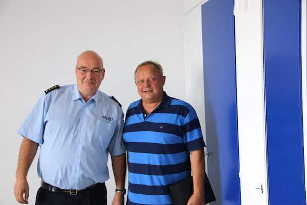 Polizeiseelsorger Pfarrer Hartmut Marks (rechts) im Gespräch  mit dem leitenden Polizeidirektor Michael Kuchenbecker - Foto: privat/Evangelischer Kirchenkreis Iserlohn