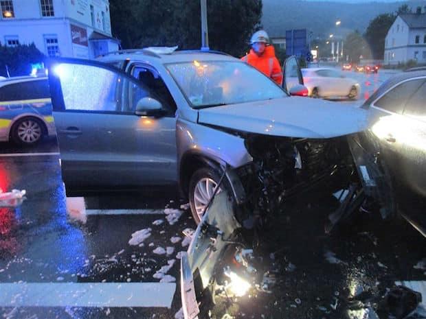 Photo of Vier Leichtverletzte und hoher Sachschaden bei Unfall