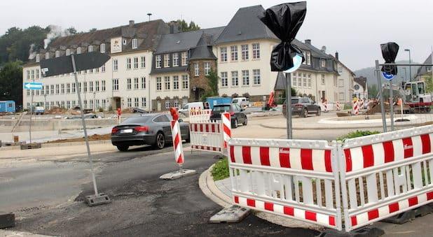 Der neue Kreisverkehr am Feuerteich im Bereich des Ennester Tores in Attendorn steht vor der Fertigstellung - Quelle: Hansestadt Attendorn