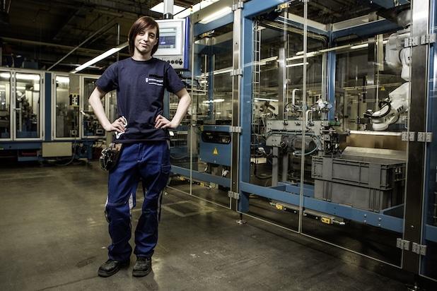 Photo of Teilzeit-Ausbildung bei Busch-Jaeger: Ramona Frohn im Spagat zwischen Beruf und Kind