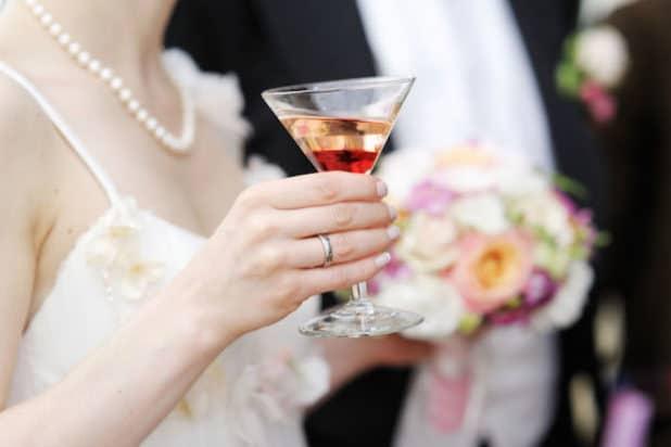 """Der """"Manhattan"""" ist ein absoluter Cocktail-Klassiker - und erfreut sich auch bei Hochzeiten großer Beliebtheit. Foto: djd/BSI/thx"""