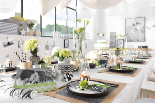 """Kontraste ziehen sich an - gerade in Liebesdingen. """"Black & White"""" lautet daher der aktuelle Trend bei der Hochzeitsplanung. Foto: djd/CEWE"""