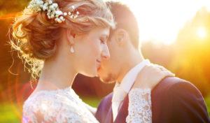 Von Kopf bis Fuß eine schöne Braut