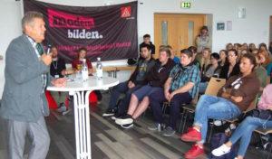 Willi Brase zu Gast am Berufskolleg Wirtschaft und Verwaltung in Siegen