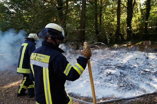 Photo of Fahrzeugbrand und kleiner Flächenbrand in Menden