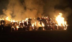 Schalksmühle: Strohballenbrand in Huxhardt