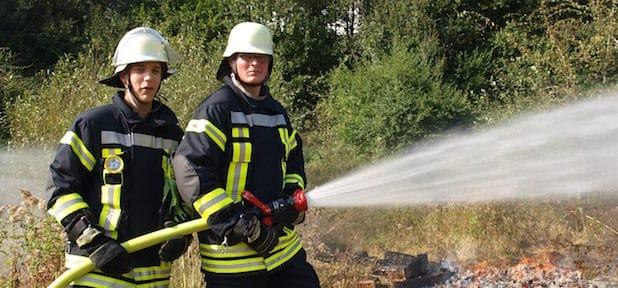 Janis Pfaffenbach und Robin Klinker (von links) - Quelle: Freiwillige Feuerwehr Schalksmühle