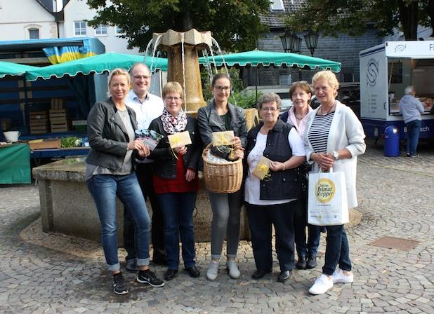 Photo of Glückliche Gewinner beim Heimatshoppen in Drolshagen