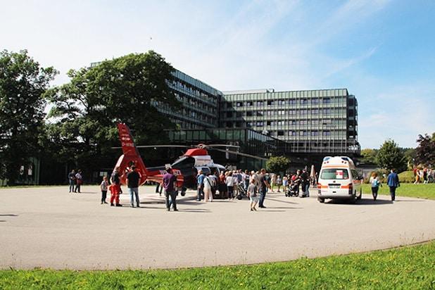 Publikumsmagnet zum Tag der offenen Tür: Der Rettungshubschrauber - Quelle: Klinikum Lüdenscheid