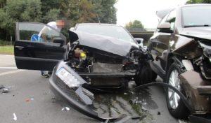 Hagen: Eine Leichtverletzte und hoher Sachschaden bei Unfall am Volmeabstieg