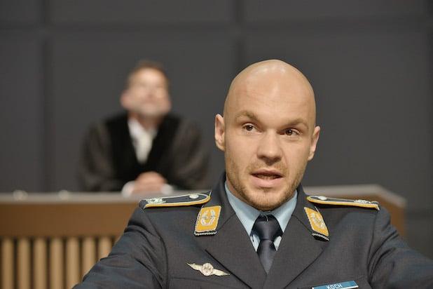 """Photo of Aktueller Diskussions-Stoff """"Terror"""" als Theaterstück in Iserlohn"""