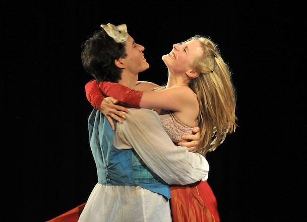 Romeo und Julia im Kaisergarten Neuenrade Die Shakespeare Company aus Berlin war zu Gast mit dem Stück. Julia wurde von Elisabeth Milarch gespielt, Benjamin Platz spielte Romeo - Quelle: BLB-Tourismus GmbH