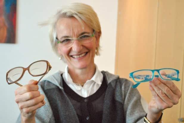 Die heimischen Lions - wie hier Clubpräsidentin Dr. Juliane Wunderlich - sammeln in Olsberg und Bestwig gebrauchte Brillen. Sie werden aufgearbeitet und Menschen zur Verfügung gestellt, für die eine Sehhilfe sonst unerreichbar wäre. Bildnachweis: Lions Club Olsberg Bestwig