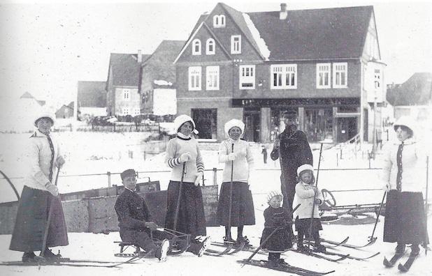 """Photo of """"Jede Flock' nen Daler wert!"""": 110 Jahre Wintersport im Sauerland"""