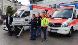 Baby-Mobil und Schwerlast-Rettungswagen: Landrat übergibt zwei neue Fahrzeuge für den Rettungsdienst
