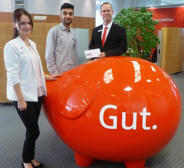 Photo of Gut getippt: Sparkassen im Kreis Olpe übergeben Preis an Gewinner des EM-Gewinnspiels