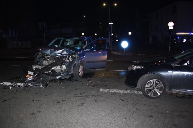 Photo of Hagen: Unfall mit hohem Sachschaden – Zwei Personen verletzt