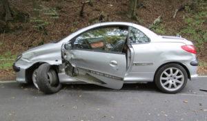 Hagen: Auto fliegt aus der Kurve – Fahrer flüchtet