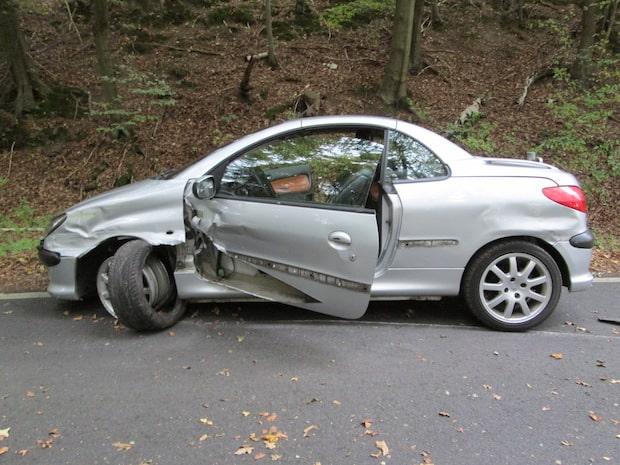 Photo of Hagen: Auto fliegt aus der Kurve – Fahrer flüchtet