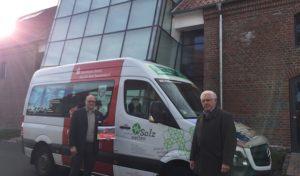 Westfälische Salzwelten unterstützen Bürgerbus: Bad Sassendorfer Bürgerbus hält auch am Hof Haulle
