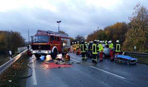 Zwei Schwerverletzte in Brilon aus PKW befreit