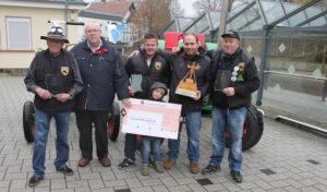 """Traktorkameraden Netpherland spendeten  an Netphener Verein """"VergissMeinNicht"""""""