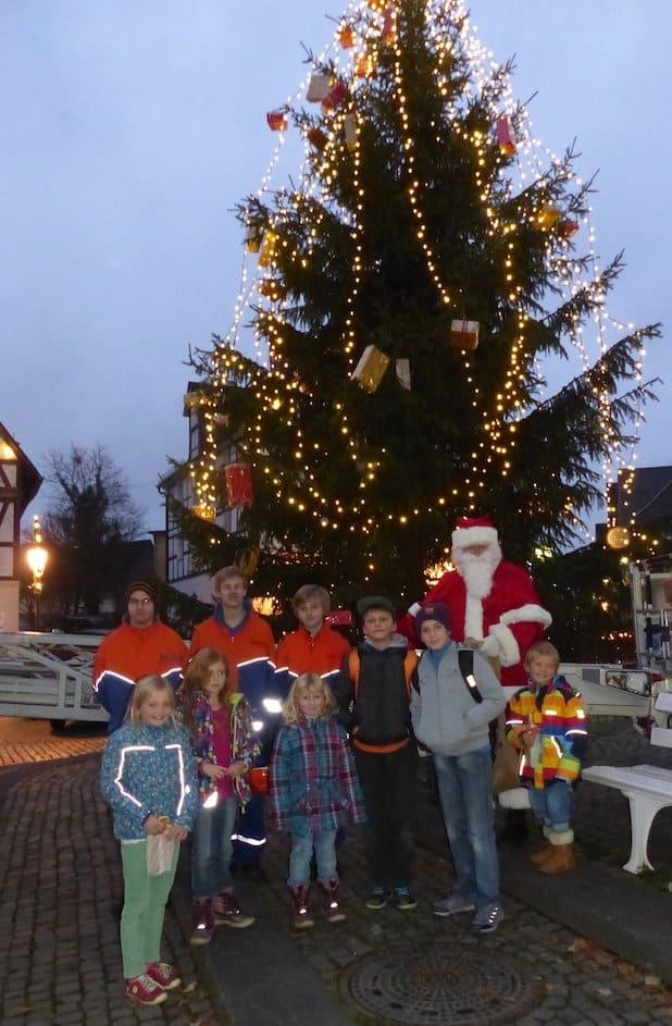 Photo of Kinder in Hilchenbach aufgepasst: Wir basteln für den Weihnachtsbaum!
