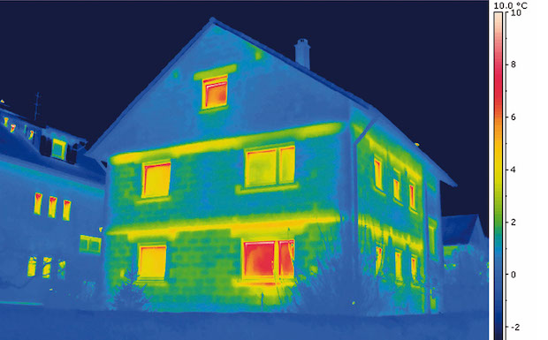 Gelbe und rote Bereiche auf den Infrarotaufnahmen zeigen deutlich, wo Wärmeenergie verloren geht. Quelle: BIGGE ENERGIE
