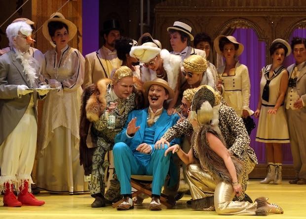 """Photo of Eine Strauss Operette im Stadttheater Lippstadt –  """"Die Fledermaus"""" vom Landestheater Detmold"""