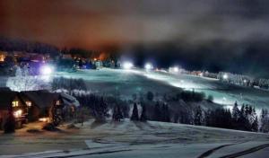 Weihnachtsferien auf Skiern oder Kufen, Wintermarkt und Silvesterflutlicht