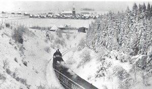 Zeitreise: Mit der alten Dampflok zum Nostalgie-Skirennen