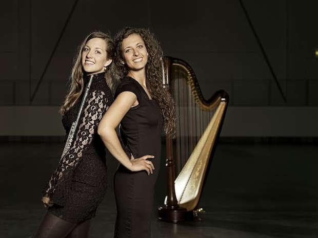 """Photo of Menden – """"Queens Duo"""" zu Gast im Westflügel: Besonderes Konzert mit Querflöte und Harfe"""