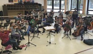 Vorspiel der Streicherklasse der Theodor-Heuss-Realschule Lüdenscheid