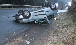 Attendorn – Autofahrer überschlägt sich nach Kollision mit Rehwild