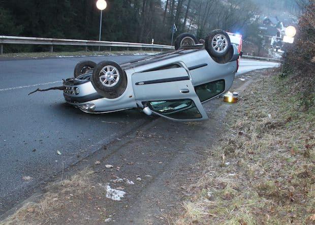 Photo of Attendorn – Autofahrer überschlägt sich nach Kollision mit Rehwild