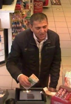 <b>Hagen: Wechseltrick in der Tankstelle - Wer kennt diesen Mann?</b>