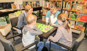 Brilon: Erster Spieleabend in der Bibliothek voller Erfolg