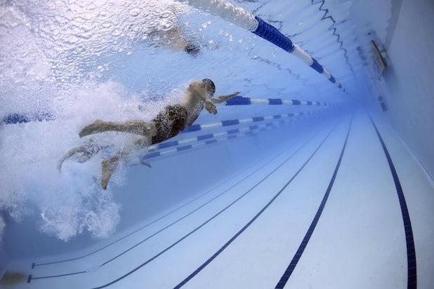Photo of Brilon: Letztmaliges Schwimmen bei Laternenschein