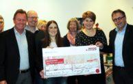 Firma Egger spendet 2000 Euro an den Hospizverein Brilon