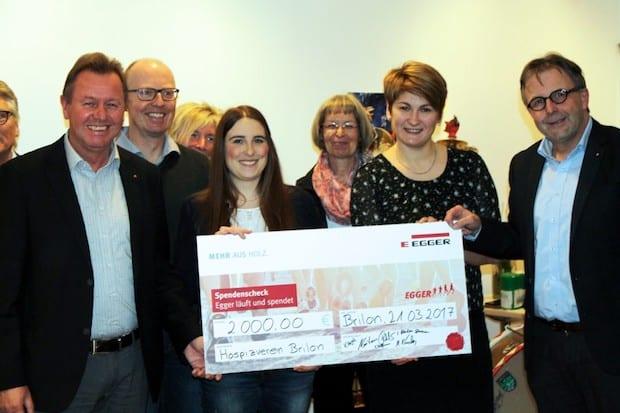 Photo of Firma Egger spendet 2000 Euro an den Hospizverein Brilon