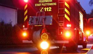 Plettenberg  – Rauchentwicklung im Treppenraum eines Mehrfamilienwohnhauses ruft Feuerwehr auf den Plan