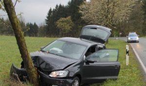 Olpe: Autofahrerin beim Abkommen von der Fahrbahn leicht verletzt