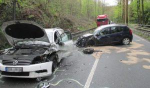 Menden: Zwei Verletzte nach Unfall im Begegnungsverkehr