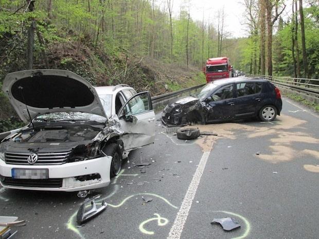 Photo of Menden: Zwei Verletzte nach Unfall im Begegnungsverkehr