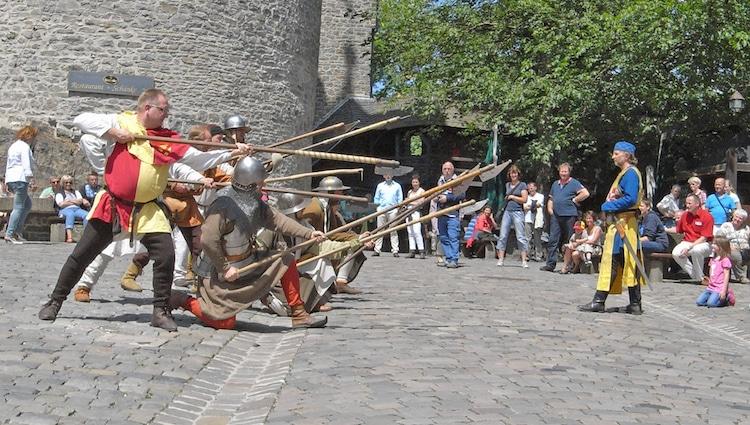 Photo of Mittelalterliche Burgwache auf der Burg Altena