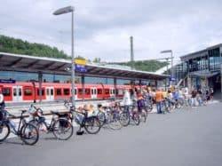 Sonderzug für Siegtal pur am Bahnhof in Wissen.