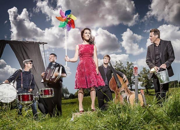 "Beim Brilon Open Air tritt das Quintett ""MOI ET LES AUTRES"" auf."