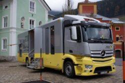 <b>Bankfiliale auf Rädern: Mercedes-Benz Antos bringt das Geld</b>