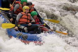 <b>Schön, schnell und nass: Wildwasser-Rafting auf dem Nationalfluss Vindeln</b>